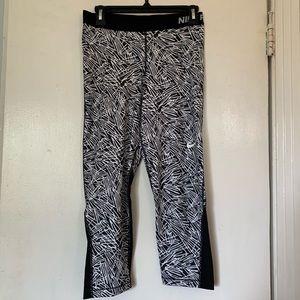 Nikepro Large black & white Capri leggings